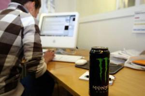 Många använder energidrycker för att orka sitta framför datorn hela nätterna men det finns risker med att överdosera dryckerna som innehåller stora mängder av koffein. Nu är nästan form av energidryck på väg och den innehåller nikotin.