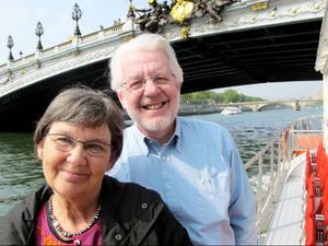 Inger och Lennart Berggren gjorde bland annat en båttur på Seine.                                        Foto: Ola Vettergren