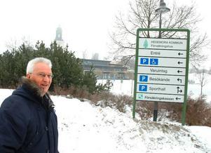Svårt att hitta. Det är inte lätt att hitta ingången till Tjädernhuset via de små skyltarna menar Olov Holm.