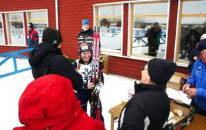 En glad Anna Carin Olofsson Zidek direkt efter målgången i gårdagens distanslopp som hon vann.