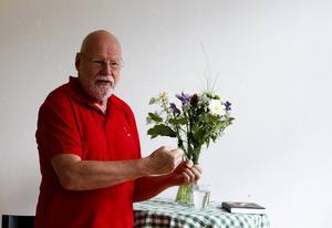 Björn Lundén berättade om sitt skrivande vid ett författarsamtal i Delsbo i början av maj.
