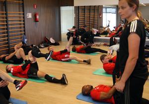 Under eftermiddagen höll Jenny Larsson i ett fyspass för samtliga spelare.