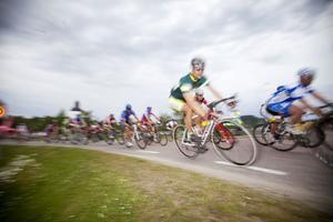 Kan någon hävda att sådan här cykelkultur i trafiken är laglig?, undrar Hans Lindmark. (Cyklisterna på bilden har ingenting med inlägget att göra.)Foto: TT/Arkivbild