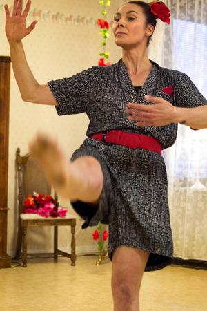 Lina Lundin dansar fram en finlandssvensk kärlekshistoria, där tangon är central.