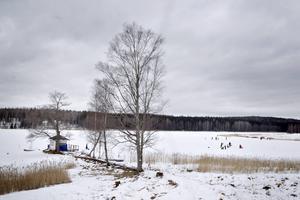 Grå himmel över sjön Storgösken.