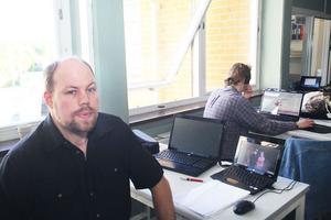 Fredrik Hassel iobbade några år på skolan i Näsviken. Där deltog han när ett liknande IT - projekt genomfördes i högstadieundervisningen.