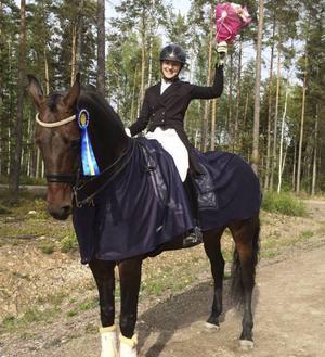 Cecilia Bergåkra Berglund tog tre segrar i Gävle och klarade dessutom SM-kvalet med Duschess.