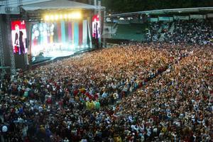 23 000 besökare på Norrporten arena ville följa Gyllene tiders återtåg sommaren 2004.