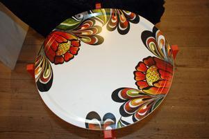 Kurbitsbricka designad av Britta Nilsson visas på Handslaget.