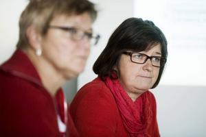Ewa Back (S) och Elisabet Strömqvist (S) lättar på sparkraven i partiets landstingsplan. De går till val utan Vänsterpartiet vid sin sida.