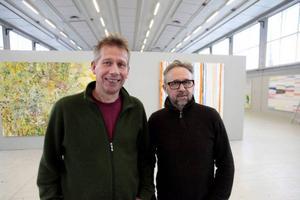 Kåre Henriksson (t v) var elev hos konstprofessorn Jon Arne Mogstad i Trondheim, men nu ställer de ut tillsammans på Exercishallen Norr