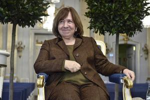 Svetlana Aleksijevitj, årets Nobelpristagare i litteratur, har anlänt till Stockholm.