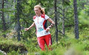 Många uppskattade terrängen vid Gyllbergen, sydväst om Borlänge. -- Man kan missa en kontroll även om man bara står en meter ifrån den, konstaterar damsegrarinnan Sara Lüscher, Schweiz som tycker att det är bättre terräng än i Alperna. Kine Gulliksen (bilden) från Norge kom på 20:e plats på långdistansen.
