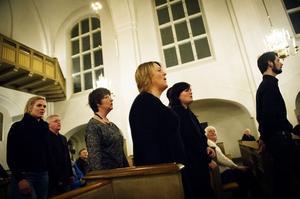 Det var både vacker, stämningsfull och mäktig när gospelkören All for one sjungandes vandrade längds altargången.