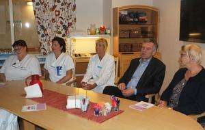 Länsklinikchef Johan Nilsson och Hälso- och sjukvårdens ordförande Ewa Back (S) besökte Sollefteå sjukhus med anledning av ettårsdagen för den nya planerade ortopedin.