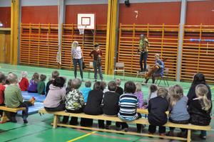 Malvakvartetten hade förlagt sin scen till Enbacka skolas gymnastiksal.