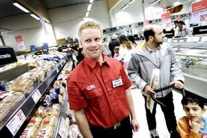 CHEF. Hasse Johansson är butikschef på nya Willys i Hemsta.