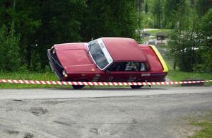 Krocken med däcken vid sidan av pisten blev för mycket för Mattias Nilsson och hans Volvo.