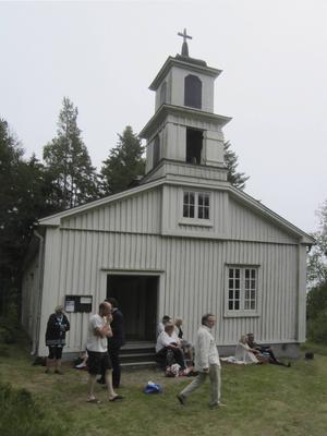 Lungö kapell byggdes redan 1865, tornet uppfördes på 1880-talet.