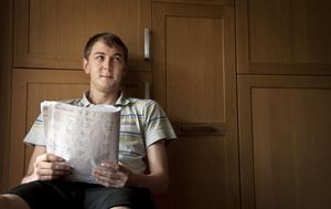 Tristan Bemert med anteckningar från utbildningen på SFI.