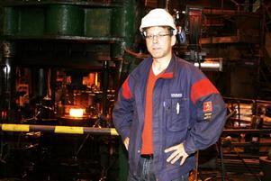 STORINVESTERING. Mikael Persson som är projektledare gläds åt investeringen på 200 miljoner kronor som ger Ovako ett helt nytt ringverk. Med de nya inräknat är tillverkningen av ringar indelad i fyra linor som gör ringar i olika dimensioner. I det nya verket kommer ringarna att vara upp till 1,25 meter i diameter och väga upp till 350 kilogram styck.
