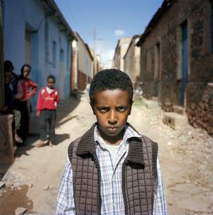 Yuran Abraham i Asmara, en av många människor som har döpts efter fotografen Göran Assbring. Kalle Assbring möter och avbildar många av dem i