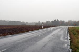 Strax innan idrottsplatsen i Hulån kommer den nya vägen att ansluta mot den befintliga.