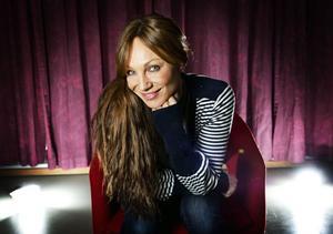 Sångerskan Charlotte Perrelli gästsjunger då Ö-vik Big Band anordnar sin årliga julkonsert.