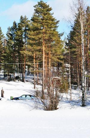 Det finns få bilder på tallen när den fortfarande levde och frodades. Här syns den vid den blåa Saaben.