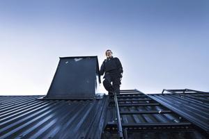 Emelie Sundberg har alltid älskat höjder, nu njuter hon varje dag av livet som sotare.
