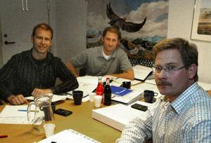 Sund/Birsta fåt stororder . Fr v Erik Karlström projektchef, Magnus Lindblom projektledare och Peter Mårstedt, vd.  FOTO SÖREN WALLDIN
