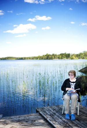 Birgitta Jonsson vid Tönnångersjön.