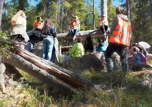 Jonas Lundin på länsstyrelsens naturvårdsenhet passade på att fotografera skolklasserna som kom till nationalparken på onsdagen.