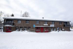I Skärplinge i postens gamla lokaler står nästan halva huset tomt. Där ska det bli tre nya lägenheter med beräknad inflyttning till sommaren.
