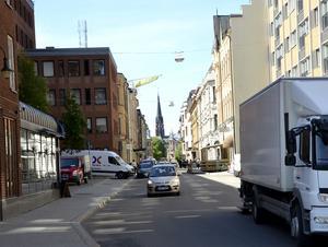 En ny korsning byggs som gör det möjligt att svänga av från gamla E4 och in på Kyrkogatan.
