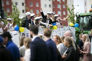 Studenternas flak tog upp stora delar av Stationsgatan på fredagen.