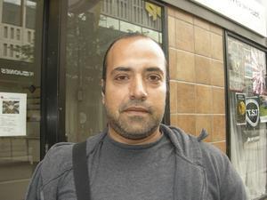 Mustafa Gharib, 38 år, studerar svenska, Skallberget: – Jag är från Syrien själv och tänker skicka dit 1 000 kronor varje månad, om jag har pengar. Det är jätteproblem och katastrof för flyktingarna.