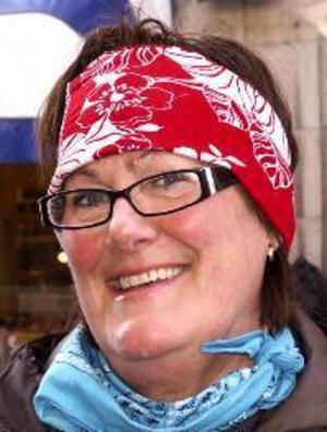 """Lena Mårs, 55 år,  Östersund:– Nej. Jag tror att det kan bli en överraskning, att  Caroline af Ugglas med """"Snälla, snälla"""" vinner. Den avviker från de övriga."""
