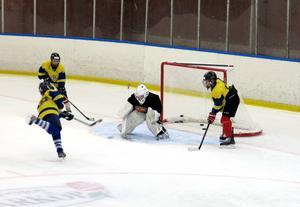 Många av Sveriges mest talangfulla unga hockeyspelare tränar i Hofors i sommar.