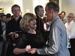 Sonja Östergren och Micke Rickeskär från Gävle trivs med dansen.