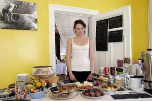 Sara Gottvall, 17 år från Hassela startade ett café i Hårte då hon inte fick något sommarjobb. De två första dagarna som caféet hade öppet kom cirka 60 kunder.
