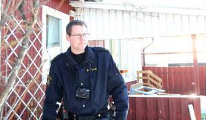 – Det brukar alltid gå att hitta någonting, säger Johan Bragde, lokal brottsplatsundersökare vid polisen.