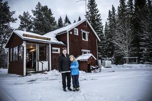 Eva Björnrud och Emma Kvarnström vid drömstället.