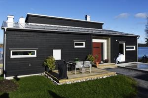 Familjen Skölds nybyggda hus rymmer tre sovrum och två badrum.