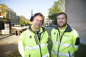 Christian Johansson till vänster och Karl Danielsson jobbade hela natten mot fredagen med reparationsarbetet..