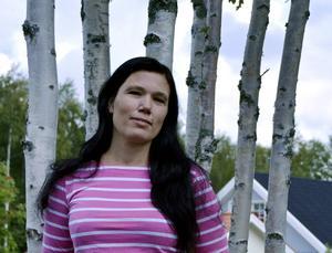 Journalisten Mia Berg är initiativtagare till att Randiga huset startar i Sundsvall för att hjälpa familjer i sorg.                  – De här familjerna har varit lämnade åt sig själva i Sundsvall, säger Mia Berg.