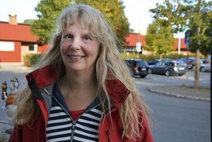 Ordförande Catharina Karlsson (S) berättar varför humanistiska nämnden håller fast vid beslutet om att införskaffa en ny scen för drygt en miljon kronor. Ett beslut som den här gången togs enhälligt.