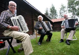2. Buskspel med dragspelarna Torsten Wernersson, Mo, Rolf Härdin, Kilafors och Karl H Jonsson, Bollnäs.