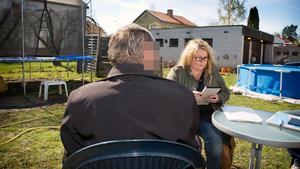 Här läser VLT:s reporter Ann-Sofie Sannemalm upp beslutet för 66-åringen.