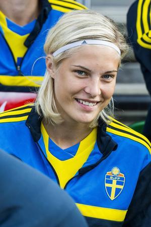 Lina Hurtig, också hon i Umeå, är född 1995. Hon nobbade PSG för att spela i Umeå med motiveringen att hon ville stanna och utvecklas med sitt lag, och att betalningen faktiskt var bättre i Umeå.